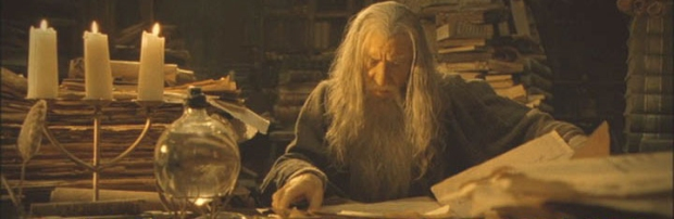 gandalf-ian-mckellen-reading-a-book-lord-of-the-rings